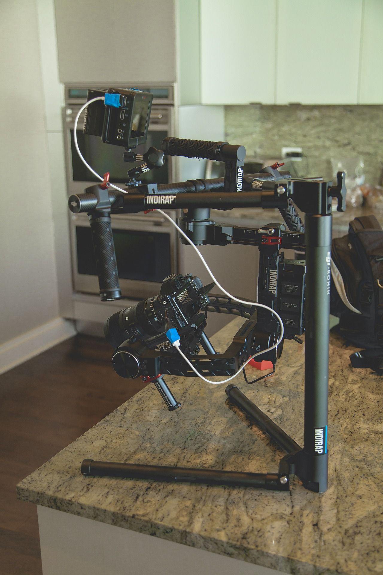 In unserer Testartikelserie gehen wir diesmal auf die Systemkamera Sony a7s ein.  Highend-Kamera mit Glanzfaktor: Die Sony a75 im Test Innerhalb weniger Jahre hat es Sony ohne Frage geschafft, mit der Alpha-Serie eine ganze Palette hochwertiger Systemkameras für Personen, die einen möglichst runden und umfangreichen Bildspaß erfahren wollen, zu schaffen. Die Alpha 7S, intern auch nur als A7 ...