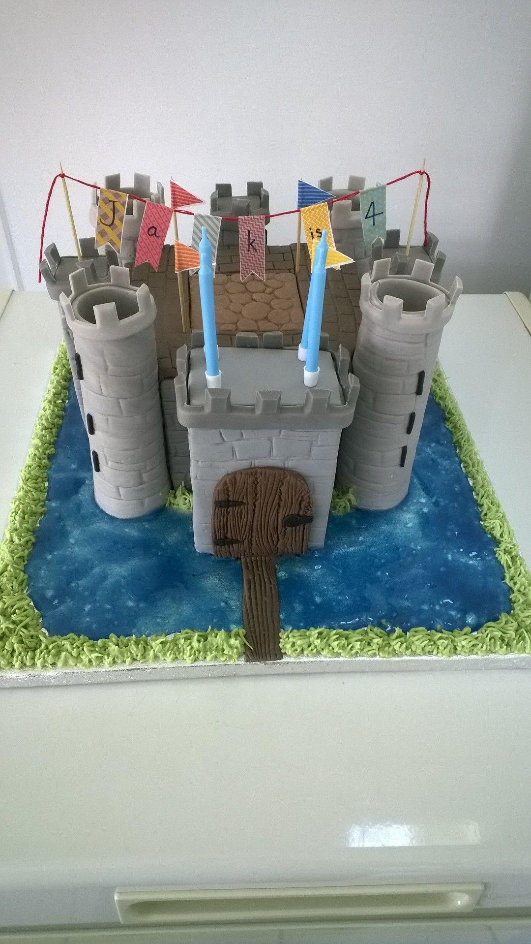 Castle Cake (like Bodiam Castle) Castle birthday cakes