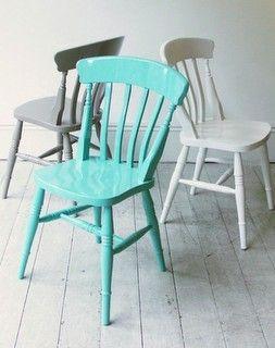 Maalattuja tuoleja