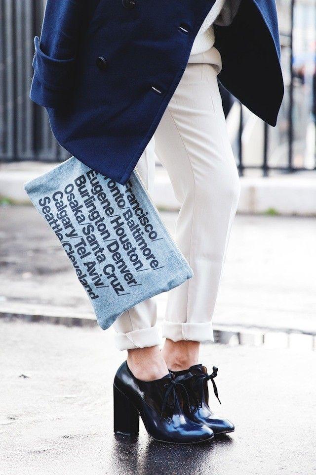Bolsos con mensaje: nueva tendencia  Más en http://www.trendencias.com/complementos-ellas/si-no-quieres-hablar-que-tu-bolso-lo-haga-por-ti