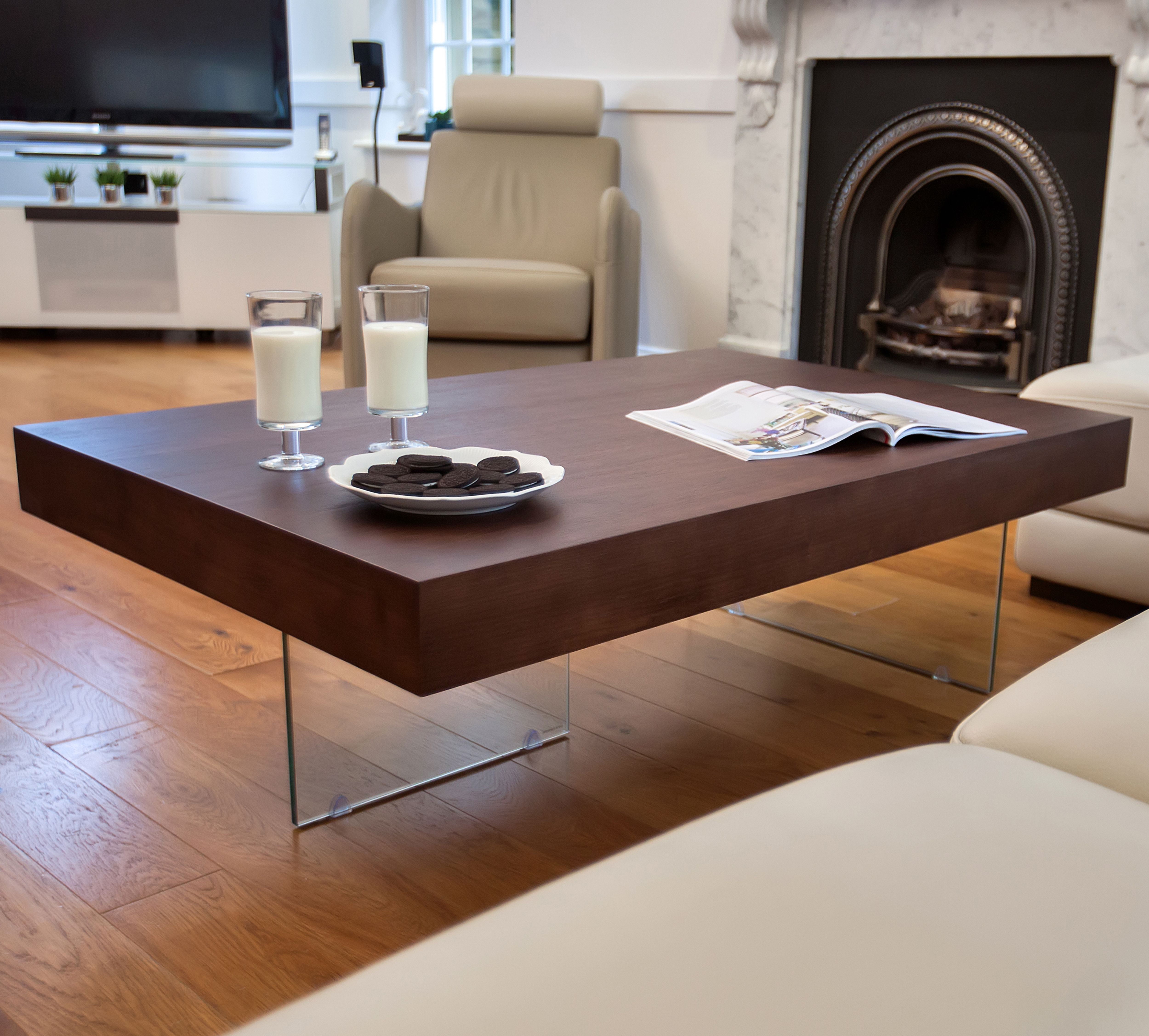 kick back and relax next to the aria large espresso dark wood coffee table perfect for keeping those movie snacks geraumiges wohnzimmer couchtische couchtisch