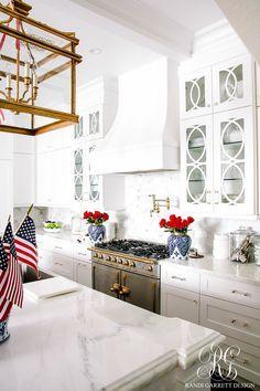 How to easily decorate your home for the Fourth of July #fourthofjuly #independenceday #fourthofjulydecor #independencedaydecor #redwhiteandblue #americathebeautiful #unitedstatesofamerica #usa #usofa #redwhiteblue #whitekitchen #whitemarblekitchen #goldlanterns #lacornueferange