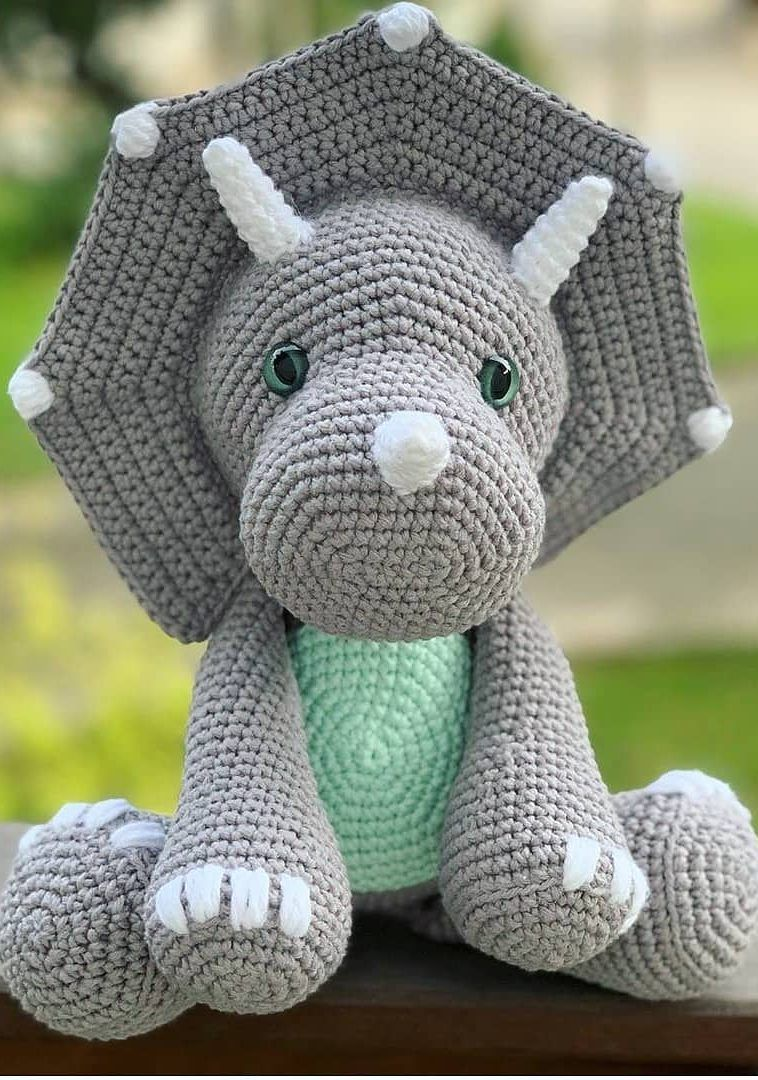 Dexter the Dinosaur - UPDATED Free Crochet Pattern · The Magic Loop | 1080x758