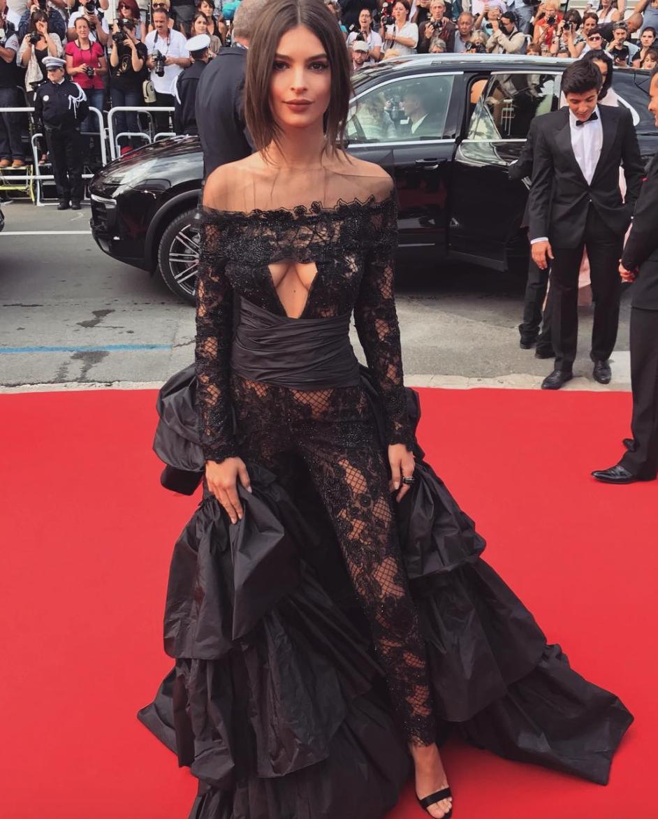 Emily Ratajkowski S Ten Best Instagram Fashion Moments Fashion Black Gown Dress Black Dress Red Carpet [ 1172 x 942 Pixel ]