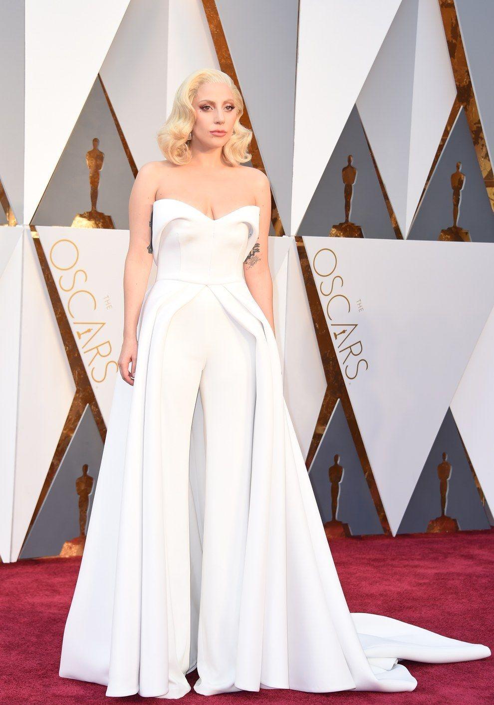 Y cerremos con Lady Gaga en Brandon Maxwell. | Los 14 mejores vestidos de los Oscar 2016