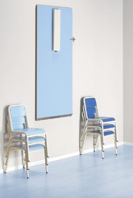 Mesa plegable en la pared escritorios minimos for Mesa plegable pequena