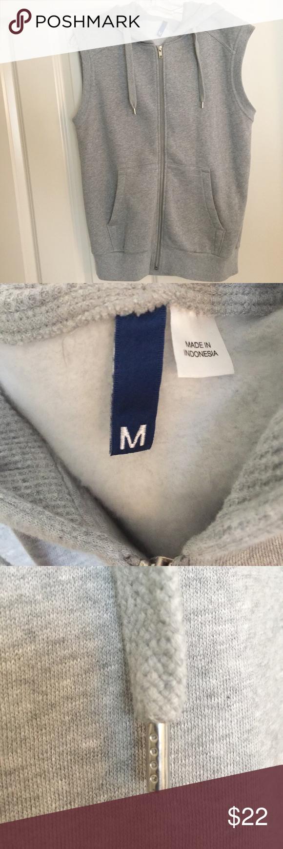 💪🏼NWOT Men's Sleeveless Zip Hoodie Never worn  New condition H&M Sweaters Zip Up