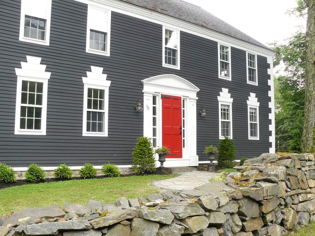 Grey house with black shutters and red homeyishness pinterest doors house colors - Exterior paint colours for wood pict ...