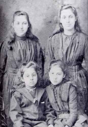 0358ef2762075 Grandchildren of Maharaja Ranjit Singh Top left : Princess Catherine ...