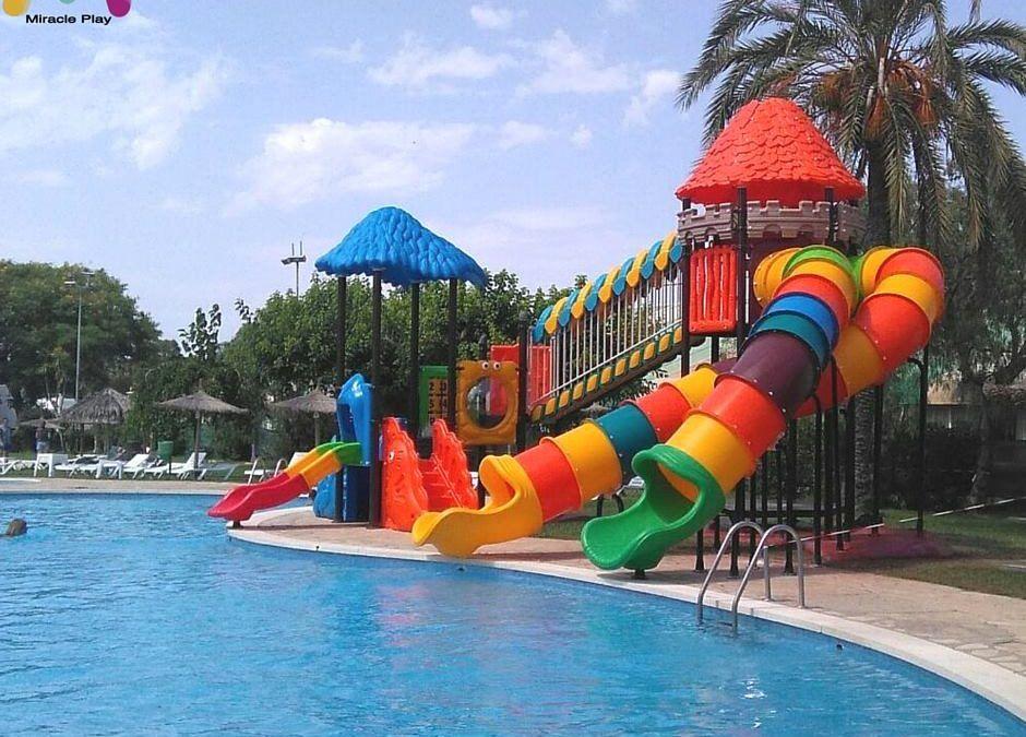 Toboganes De Agua Swimmingpools Outdoorpools Children Spools Waterslides Holidays Summer Toboganes De Agua Toboganes Parques Infantiles