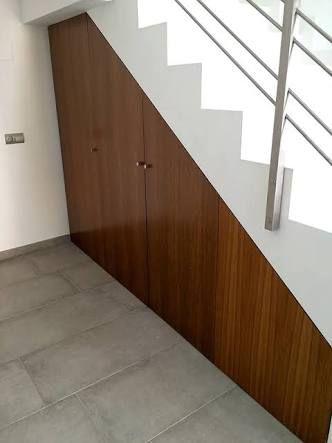 Resultado de imagen para closet bajo escaleras muebles for Closet en escaleras