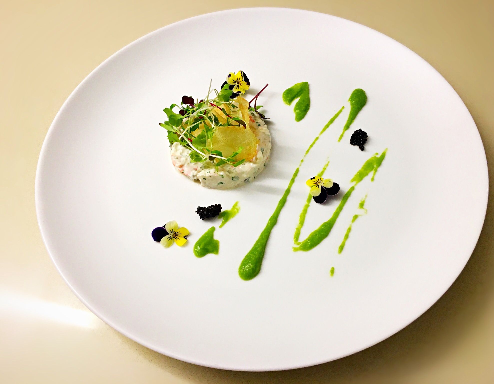 Crab and prawn tartare, pea purée, homemade chips | Food Art ...