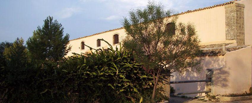 Stay in a traditional Sicilian farmhouse on the southeast coast near the Riserva Naturale di Vendicari