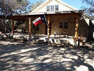 Los Laureles New Cabin In Concan Texas Homeaway Texas Hill Country Vacation Rental Cabin Cabin Rentals