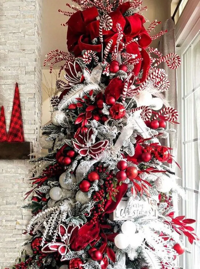 30 Classy And Elegant Floral Christmas Tree Ideas 22 Cool Christmas Trees Christmas Tree Decorations Floral Christmas Tree