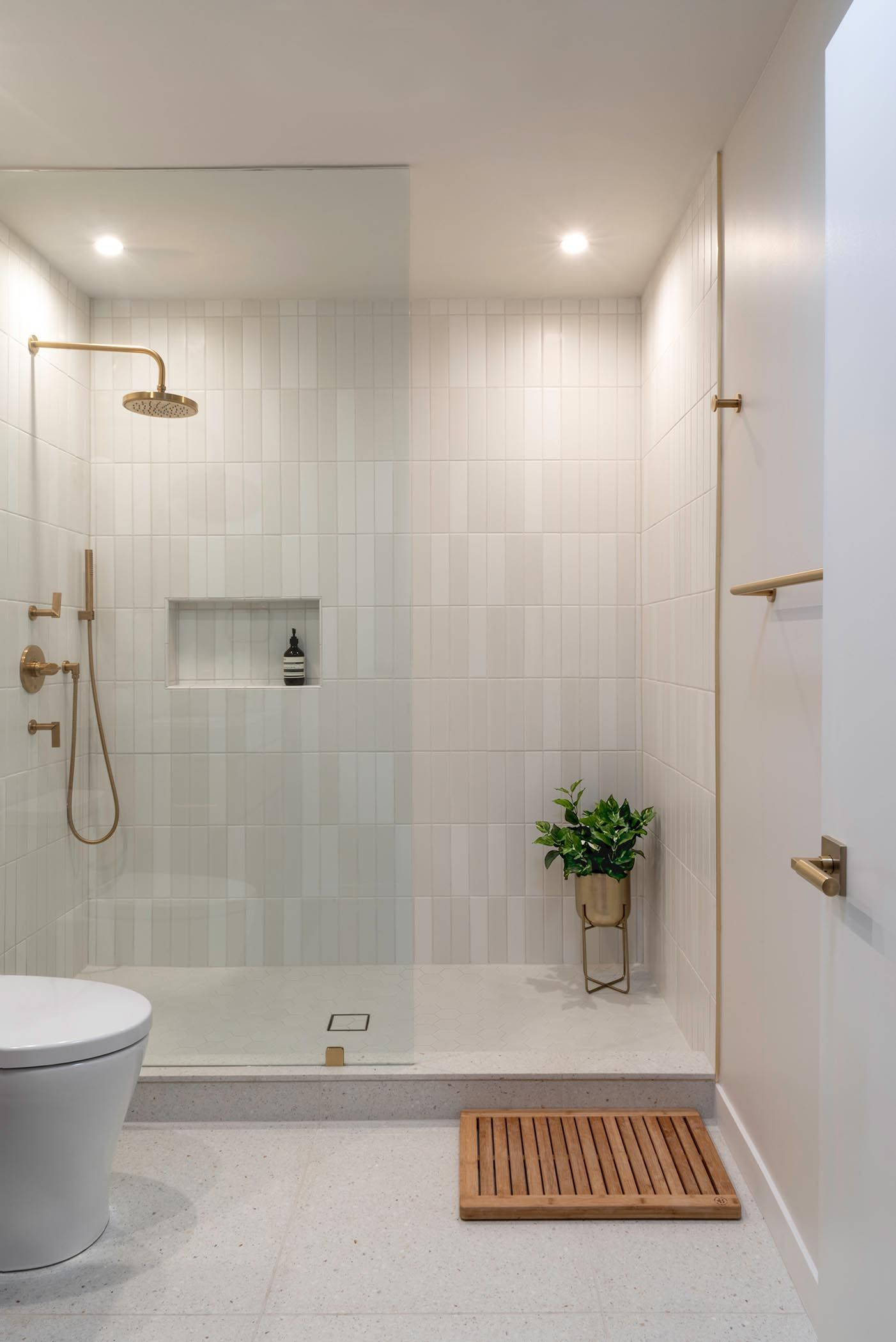 Two Bathrooms In The Same Home That Each Have A Distinct Style In 2021 Latest Bathroom Tiles Design Modern Bathroom White Bathroom Tiles Latest full bathroom wall