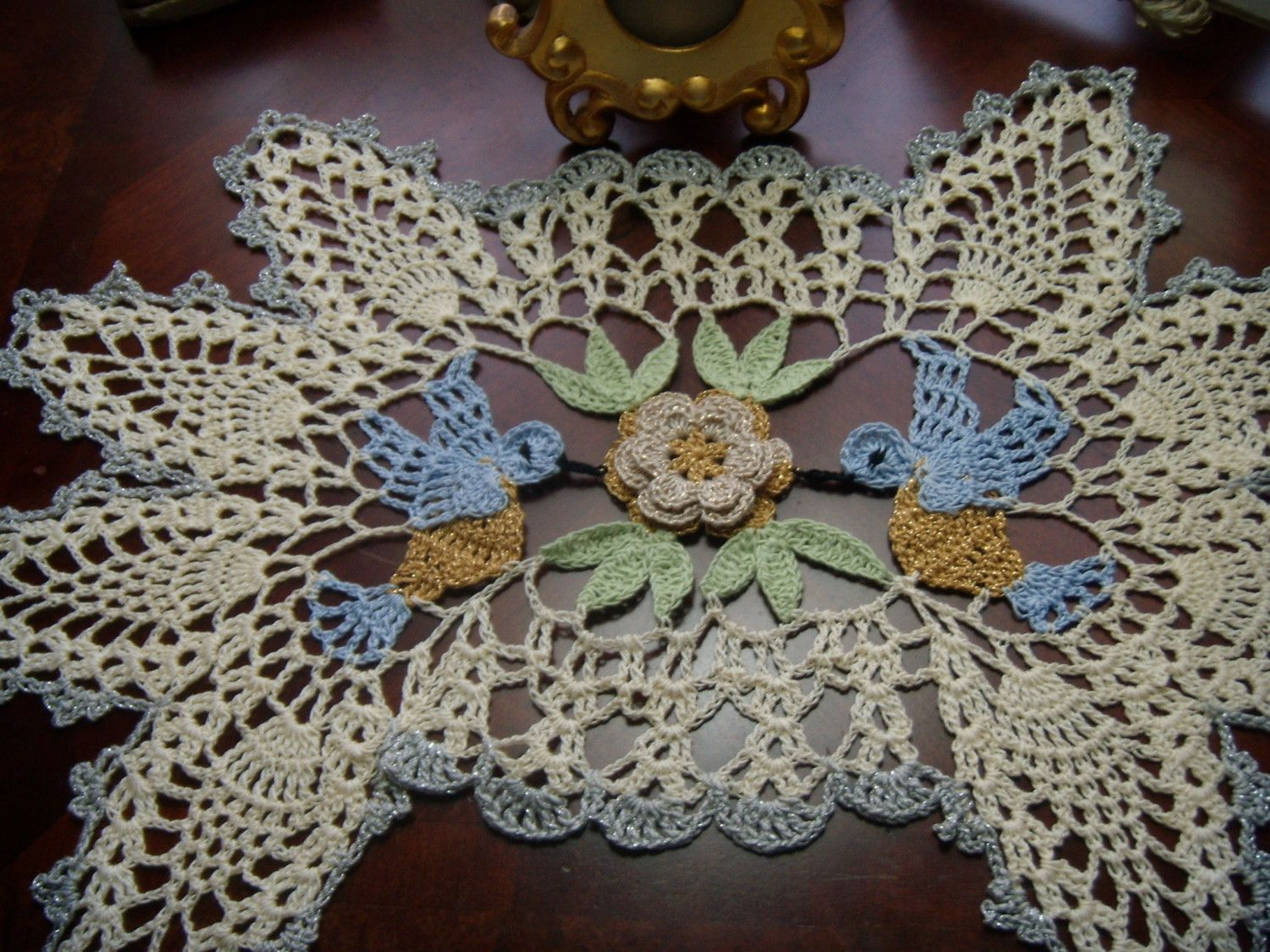 blue birds silver and gold hand crochet doily runner r h t animal pinterest. Black Bedroom Furniture Sets. Home Design Ideas