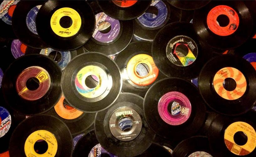 Lot of 25 7 vintage 45 rpm vinyl records for crafts no