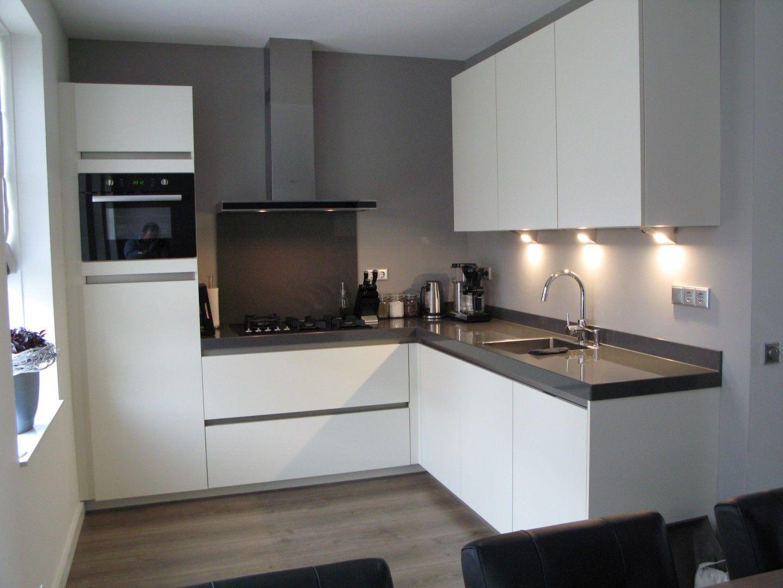 Keuken Zwart Blad : Afbeeldingsresultaat voor witte keuken met zwart blad en antraciet