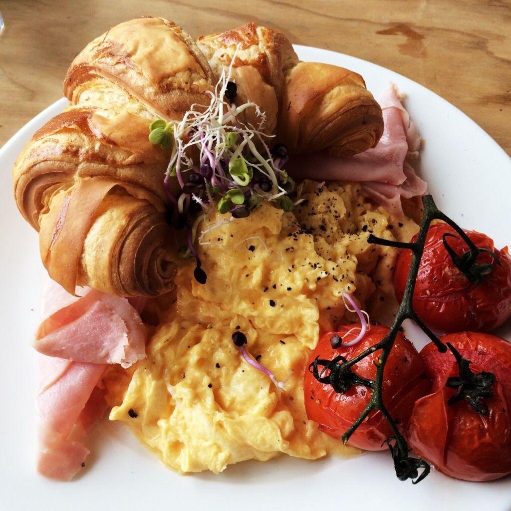 La Bottega. Brunch. Eggs. Cornetto. Italiano.