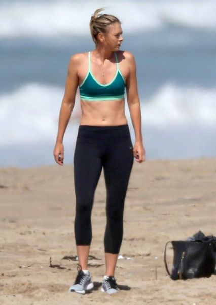 47b77c6d1d0f Maria Sharapova Photos - Maria Sharapova is spotted working out with her  trainers on the beach in Santa Monica