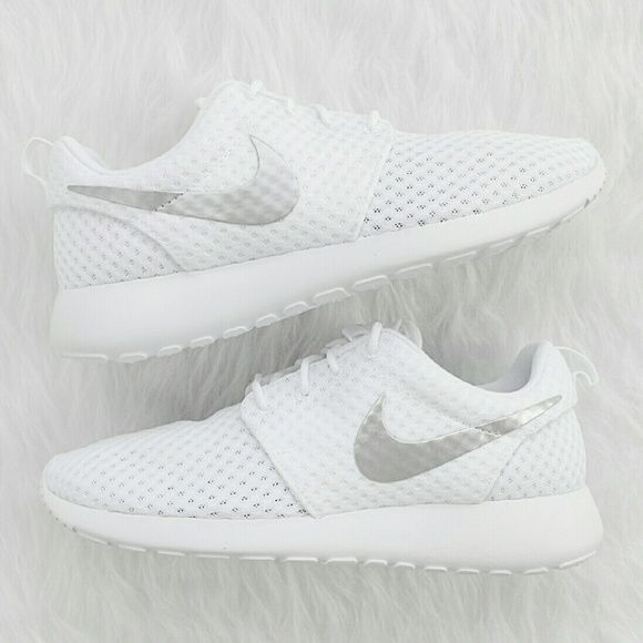3425b6005005 Spotted while shopping on Poshmark  NIKE Women s Roshe Run White!  poshmark   fashion  shopping  style  Nike  Shoes