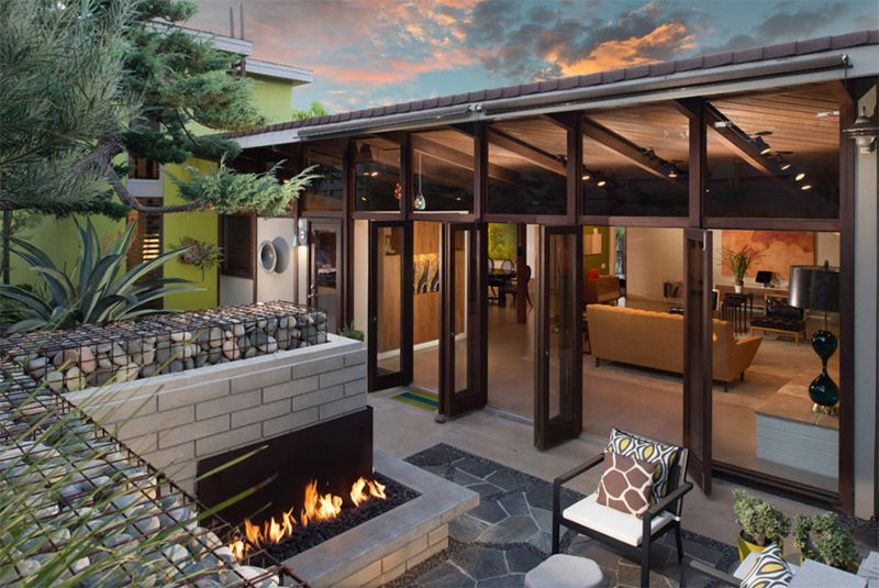 25 Relaxing Mid Century Outdoor Spaces Home Design Lover Modern Patio Design Modern Patio Modern Backyard Design