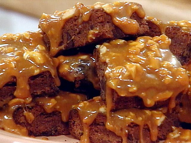 Get this all-star, easy-to-follow Food Network Caramel-Cashew Brownies recipe.