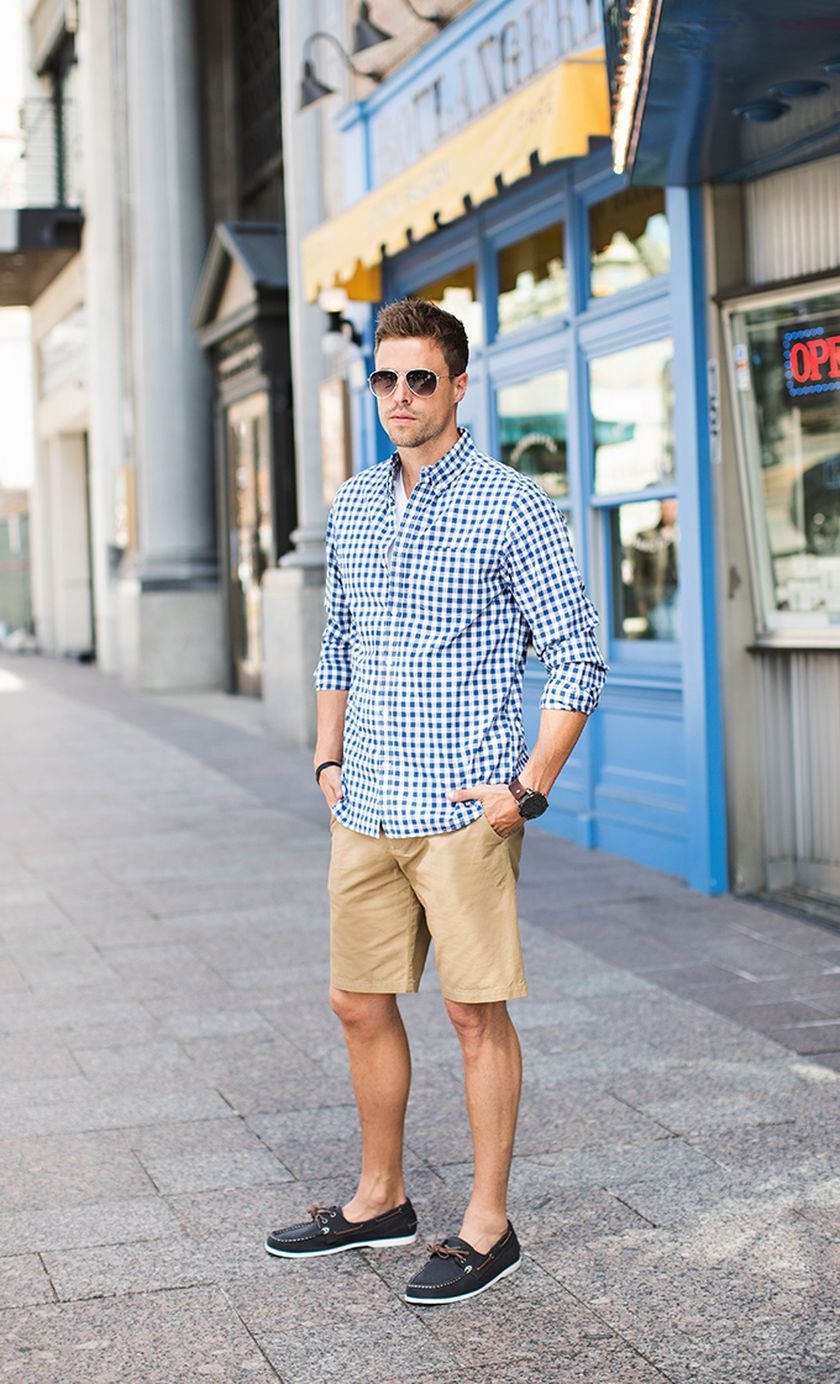 Mens Khaki Shorts, Men In Shorts, Blue Shirt Outfit Men, Blue Outfits,