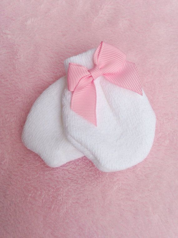 3f8c53b06640 Newborn baby Girl Mittens with bows