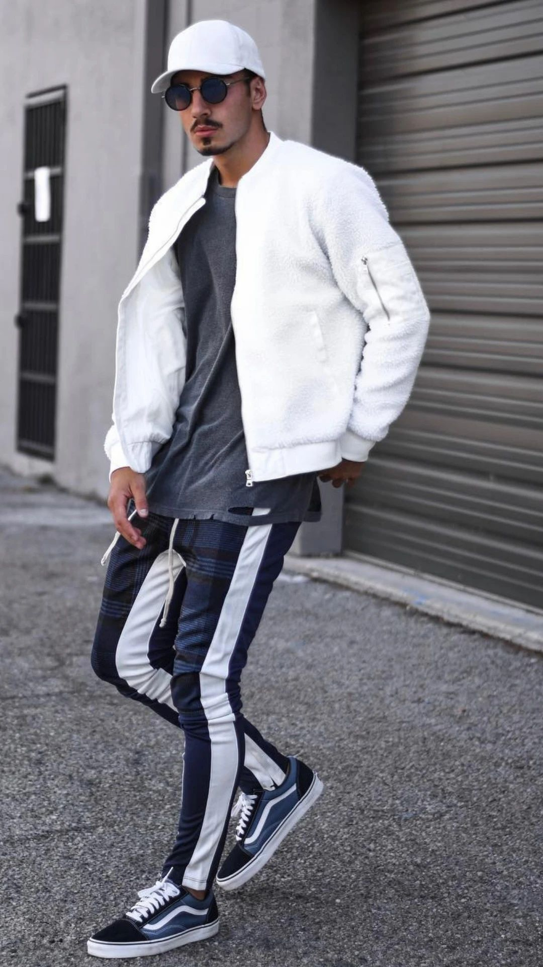 20 Joggers Outfits For Men   Mens joggers outfit, Sporty outfits ...