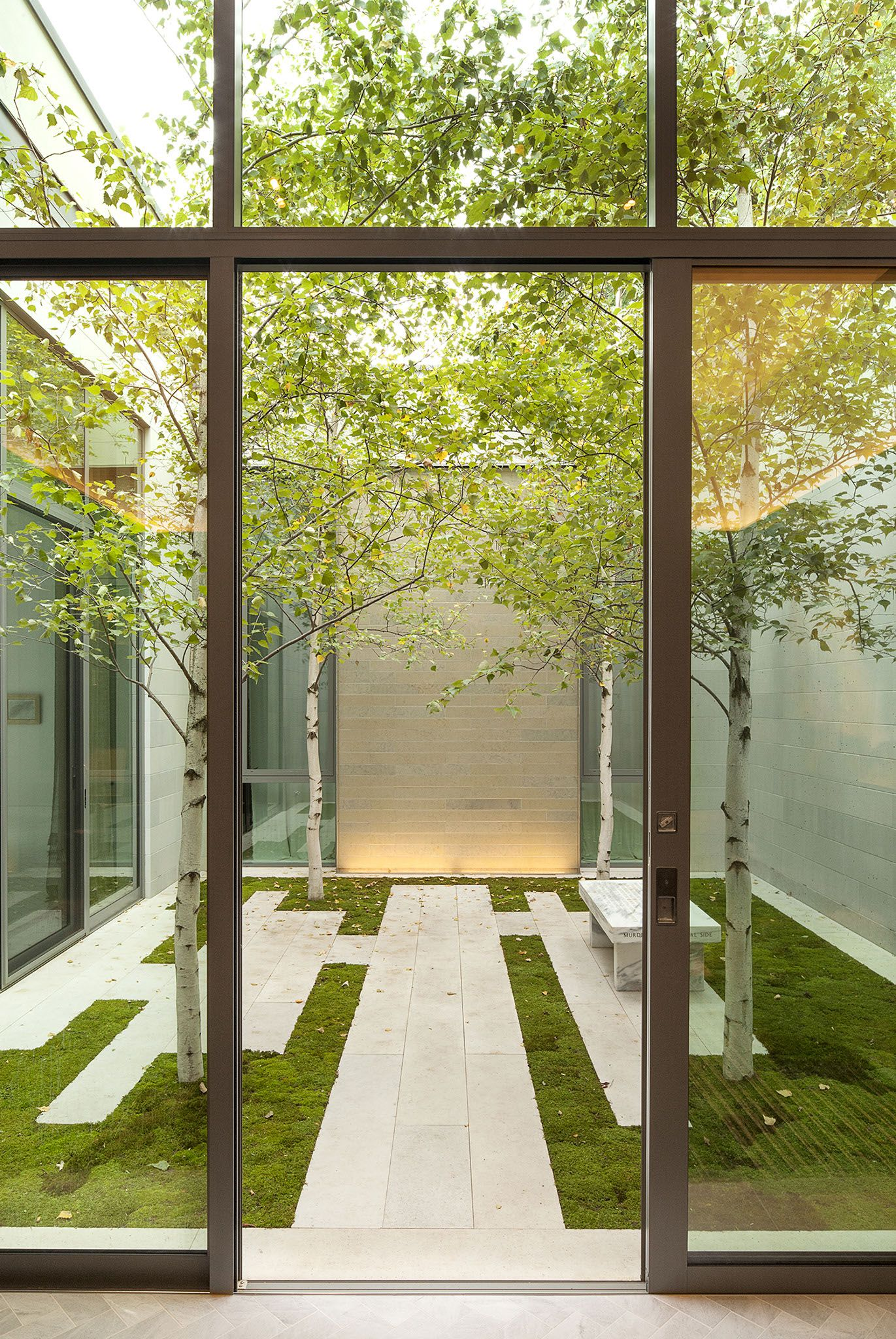 Courtyard coen partners landscape architects lake for Minimalist house with courtyard