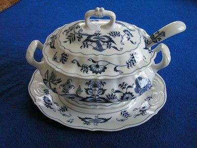 grrrreat 4 piece tureen set!!! HTF all 4 pieces, it's great that it has ladle!!!! sooooo perfect for hot soups for buffet dinners!!!!!