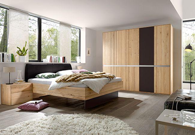Slaapkamer in massief eiken hoofdeinde in stof incl nachttafels