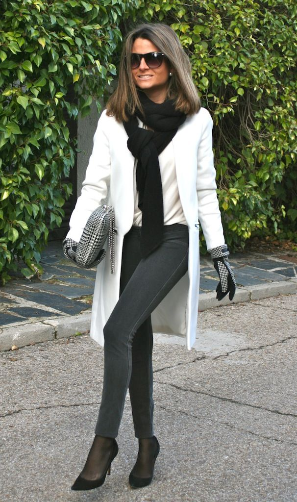 Fashion and Style Blog / Blog de Moda . Post: White as the Snow / Blanco como la Nieve  See more/ Más fotos en : http://www.ohmylooks.com/?p=9590 by Silvia García Blanco