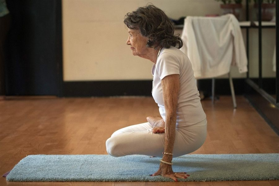 93 Year Old Woman Is The World S Oldest Yoga Instructor Yoga Inspiration Yoga Poses Online Yoga Classes
