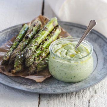 Grillad sparris med örtricotta - Recept - Tasteline.com