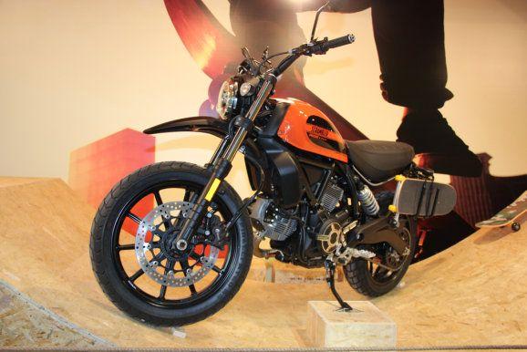 Die neue Ducati Scrambler Sixty2 auf der EICMA 2015.