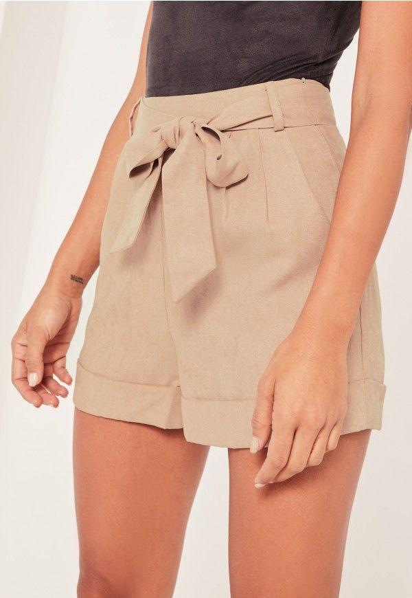 Short taille haute beige en suédine Caroline Receveur - Missguided a98152bd1b0