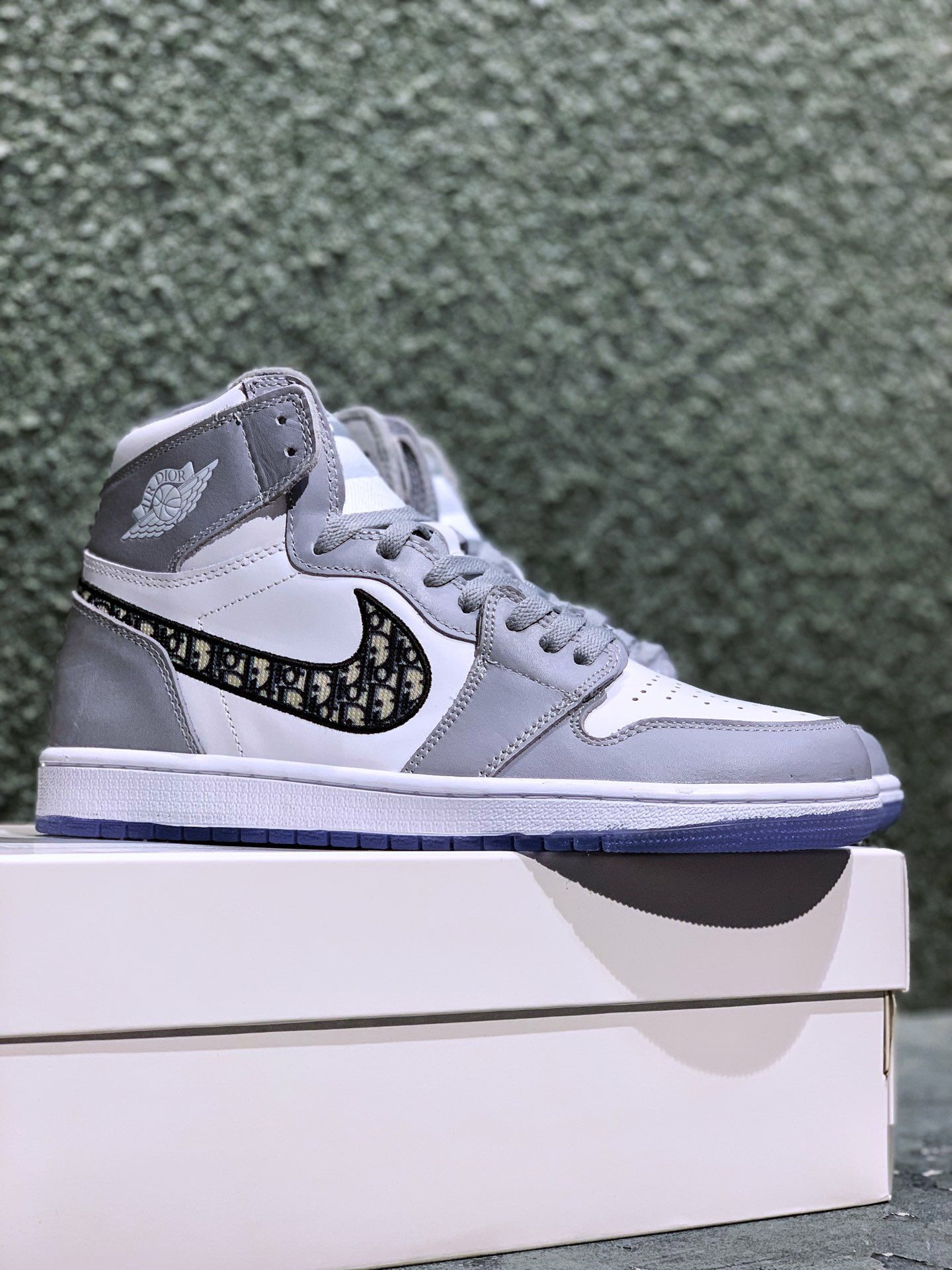 harina Subir Calígrafo  Dior x Air Jordan 1 High OG NIKE CK6636-101 | Nike, Nike shoes, Air jordans