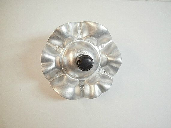 1970/'s Vintage Rolling Tin And Plastic Cookie Cutter Wheel Hong Kong