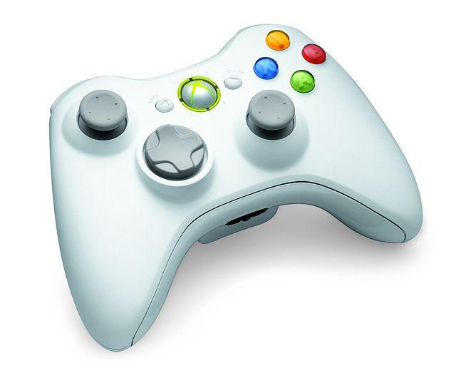 Xbox 360 blanca con disco duro de 4GB, Kinect, control y dos