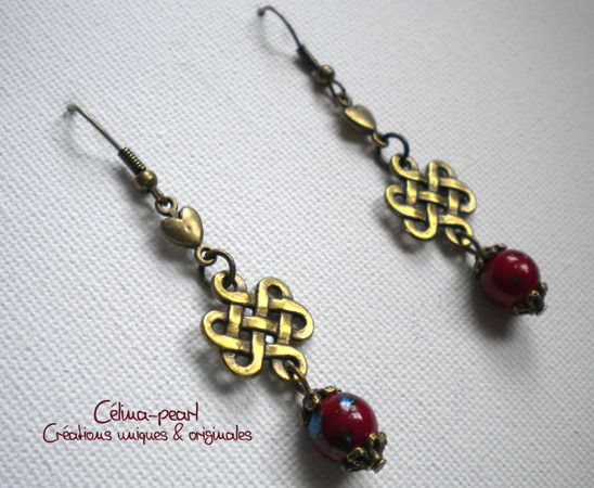 Boucles d'oreille coeur rouge marbré : Boucles d'oreille par celina-pearl-petite-seance-shopping
