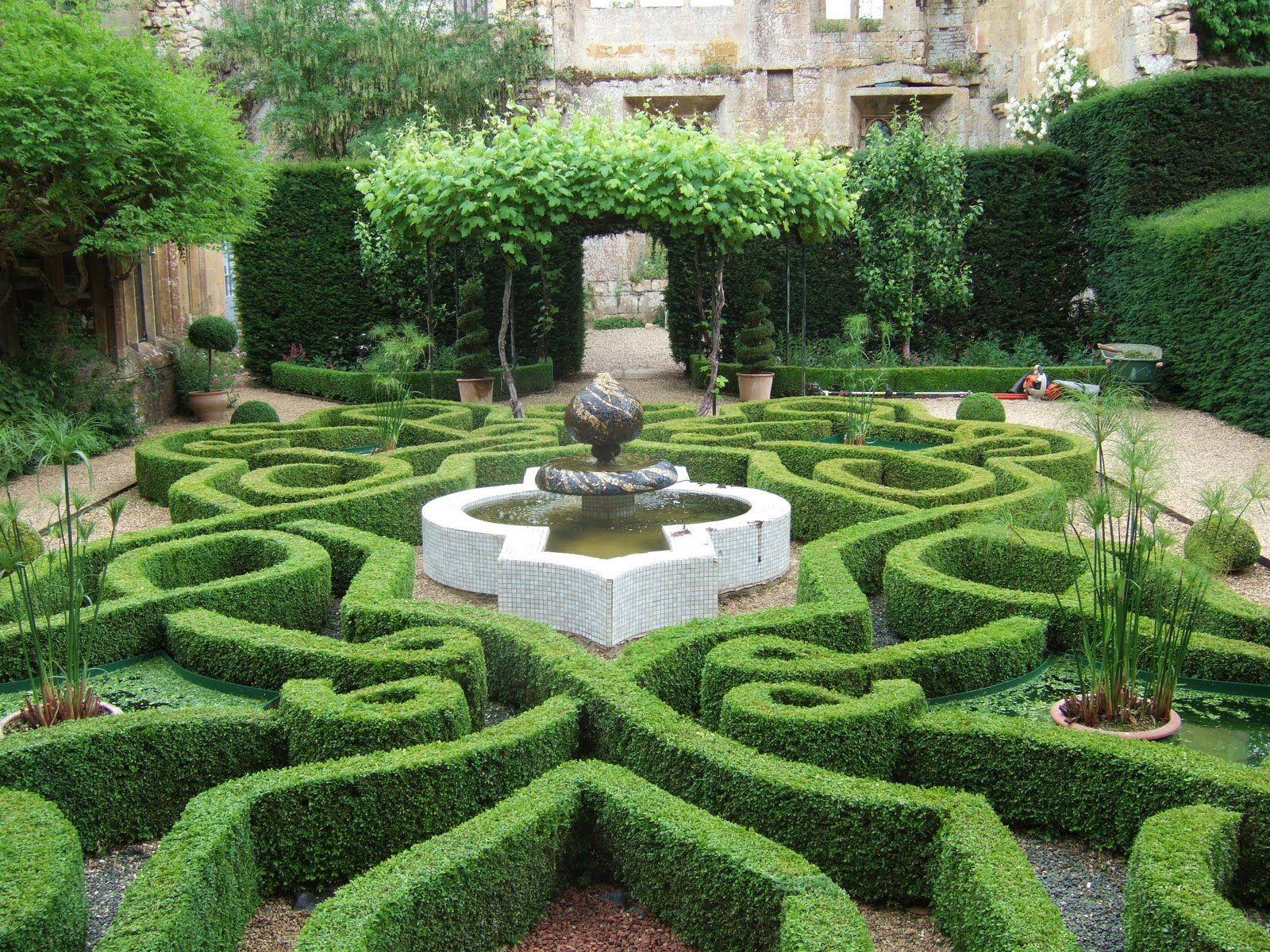 knot garden sudeley castle boxwood pinterest