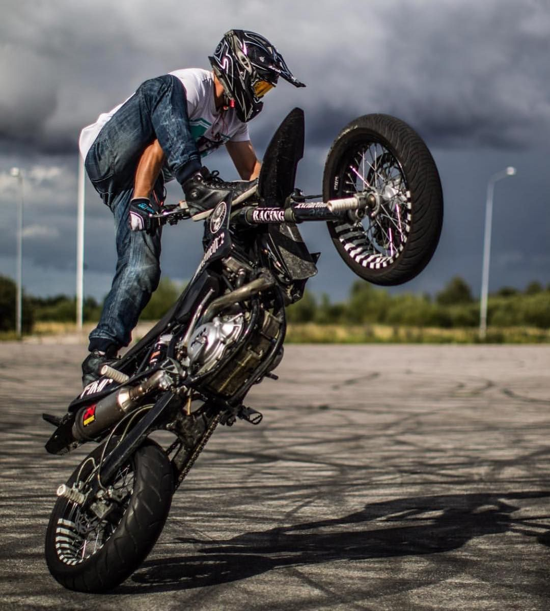 Stand Up Circle Wheelie By Smjimmie Taken By Jonathanbrkmr