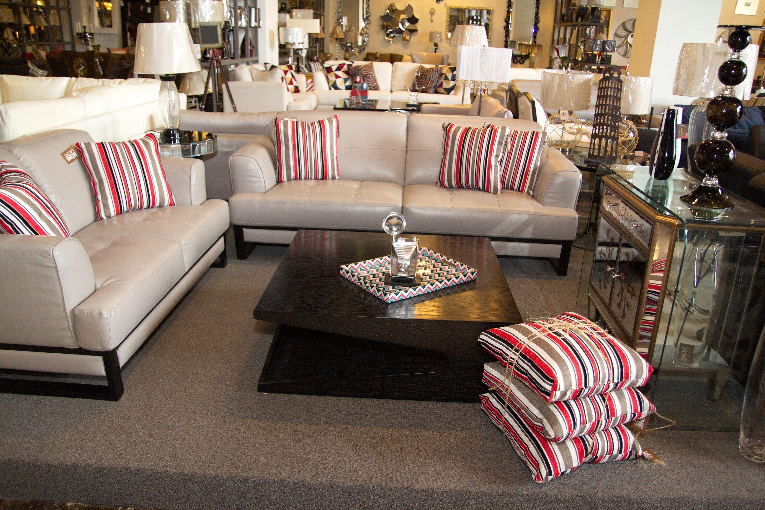 Juego de sala con sof s de 2 y 3 plazas cojines for Cojines para sofas