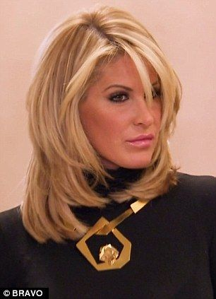 Finally Whipping Off The Wig Kim Zolciak Shocks As She Reveals Her Natural Hair For The Very First Time Haircuts For Medium Hair Hair Styles Medium Length Hair Styles