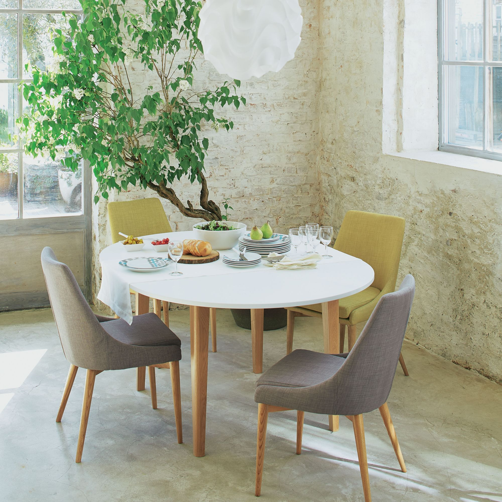 Table de repas ronde d120cm avec allonge siwa tables - Table de salle a manger avec chaises ...