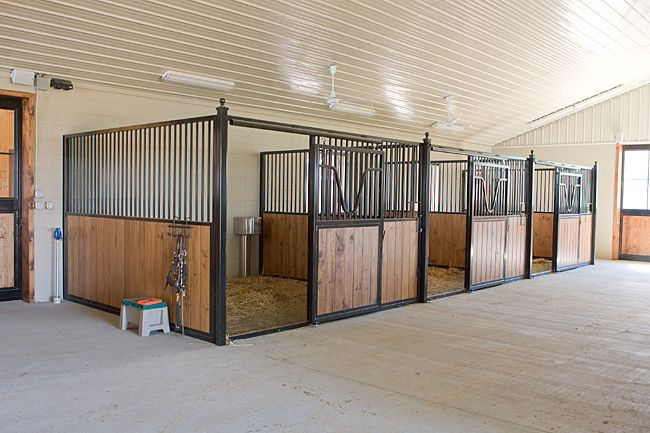 Horse barns and stalls horse stalls free standing for Six stall horse barn plans