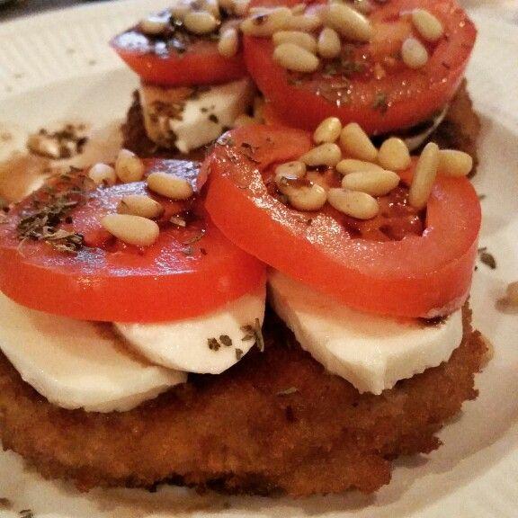 Kabeljauwburgers met tomaat en mozzarella #lowcarb #koolhydraatarm